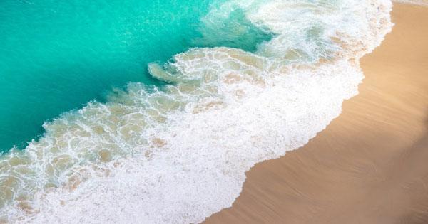 Nusa Penida Island Crystal Bay Beach Wave – Image Copyright @Oliver Niblett